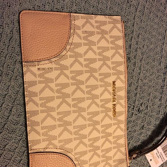 MICHAEL Michael Kors Handbags - No large wristlet NWT